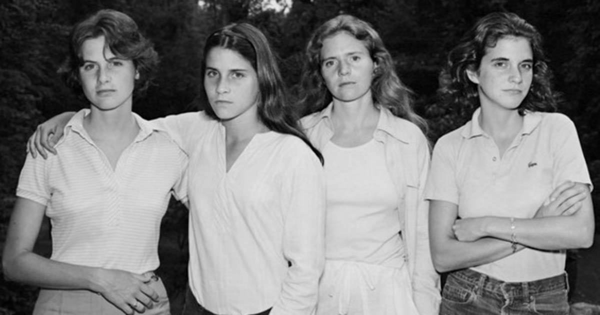 These four sisters photographed together every year for 40 years. Watch the powerful transformation they went through