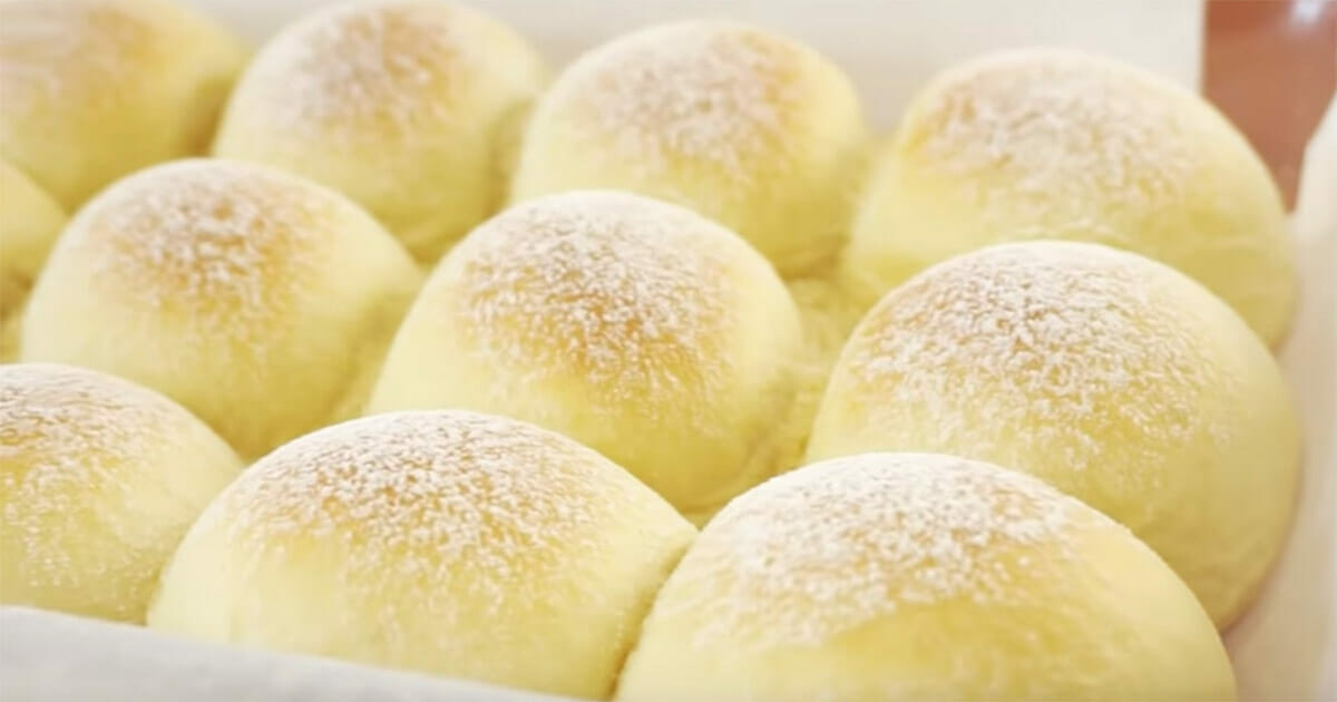 These japanese milk rolls take the internet by storm, when I saw what's inside the dough I understood why
