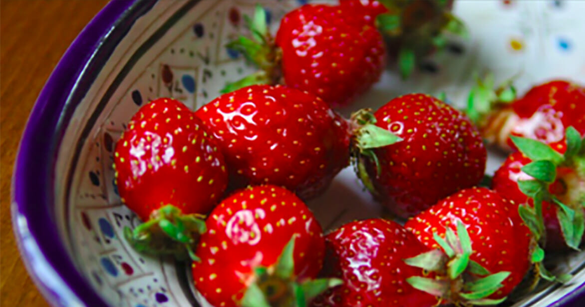 With one cheap ingredient you can keep strawberries fresh for weeks - this tip has captured the internet by storm